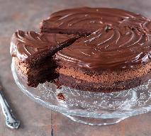 Czekoladowy krem do tortu: przepis na krem z mascarpone i śmietaną