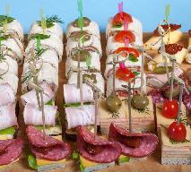 Koreczki z kabanosów, papryki i pieczarek