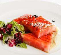 Sałatka z arbuzem, truskawkami i serem feta - orzeźwiająca i lekka