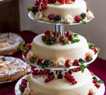Tort truskawkowy na przyjęcie komunijne - jak go zrobić?