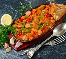 Węgierskie leczo z kiełbasą i czosnkiem: pomysł na obiad