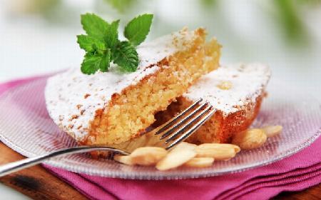 Biszkopt migdałowy: prosty przepis na pyszne ciasto z migdałami