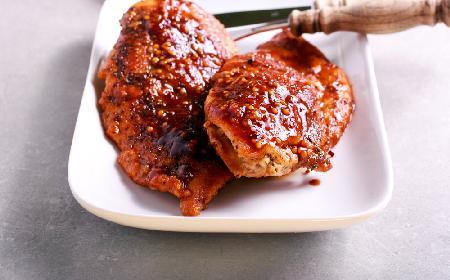 Doskonała pierś kurczaka pieczona w miodzie i sosie sriracha