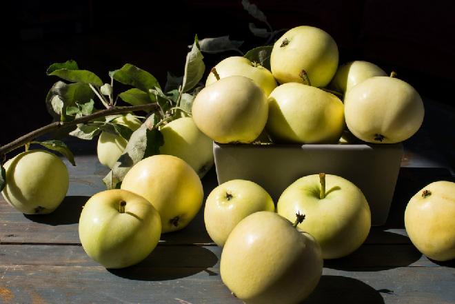 Papierówki w syropie z wanilią - idealne jabłka w słoikach