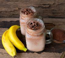 Bananowy koktajl z kakao i miodem: domowy sposób na uciążliwy kaszel