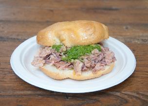 Lampredotto - przepis na włoską kanapkę z flaczkami i zieloną salsą