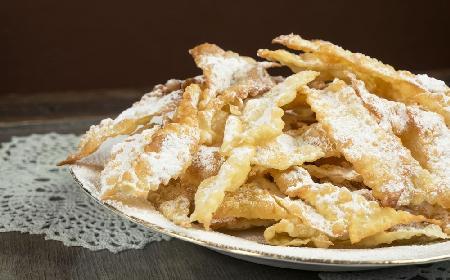 Faworki: przepis na pyszny ostatkowy deser [WIDEO]