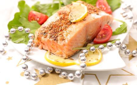 Łosoś zapiekany: przepis na eleganckie danie na Wigilię