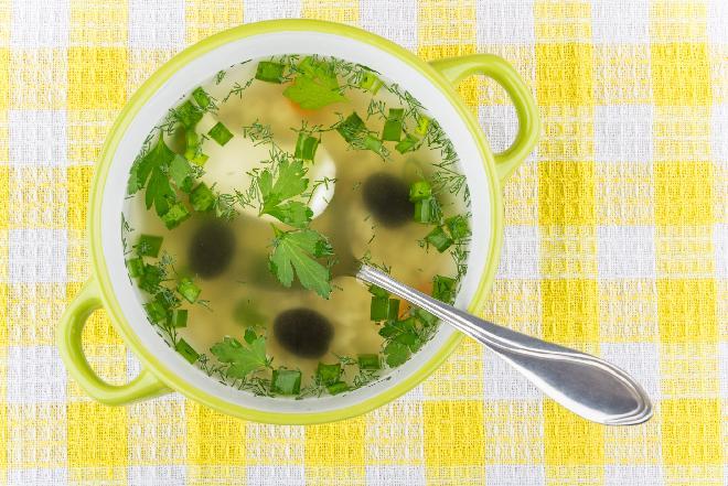 Kremowa zupa oliwkowo-migdałowa - śródziemnomorski smak