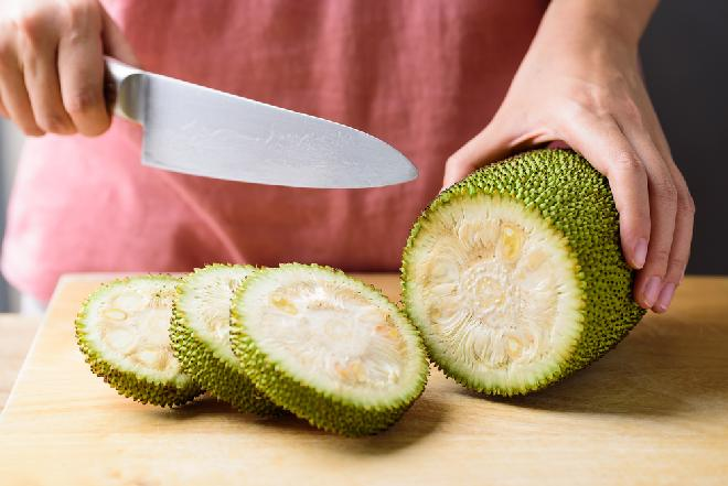 Chlebowiec (jackfruit): co to jest i jak się go przyrządza