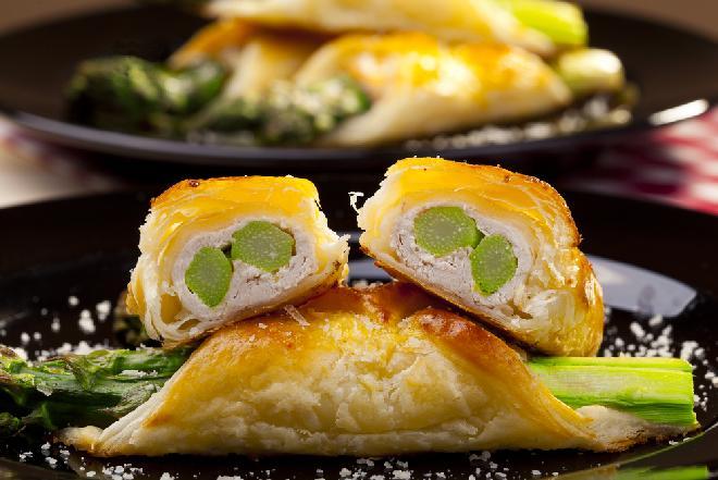 Szparagi w cieście francuskim – jak zrobić?