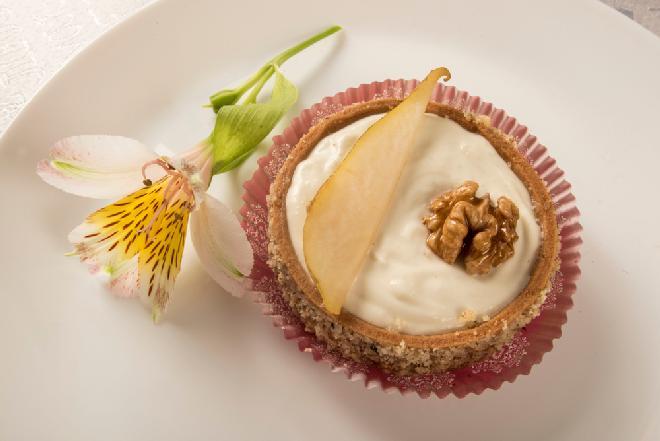 Minitarty gruszkowe - pyszny deser, który ma mniej niż 150 kcal