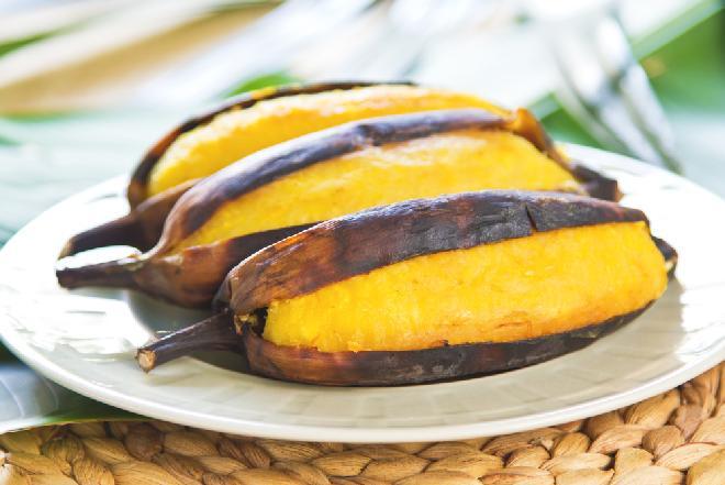 Smażone banany w rumie z lodami - deser, że palce lizać!